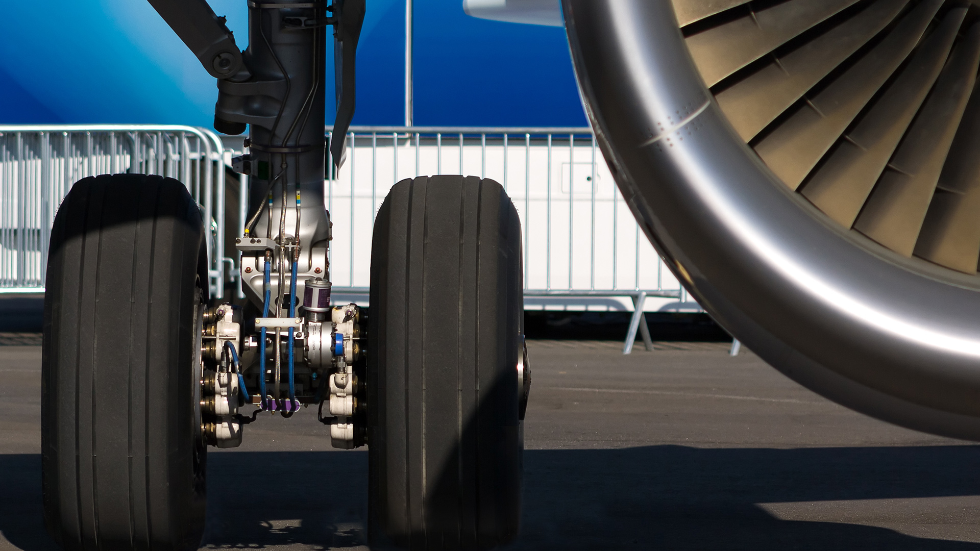 Engines, wing and landing gear